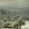 12. Lake George, New York  Aslında daha çok yazları doğayla başbaşa bir kaçamak için gelinen Lake George, kışları ise özellikle yalnız kalmak isteyen ve hayatı daha yavaş bir tempoda geçirmeyi bekleyen çiftler için mükemmel bir nokta. İster kiraladığınız ahşap evlerde, isterseniz meşhur dağ otellerinde kalın, gündüzleri snowmobil (kar araçları) ile doğayı gezme şansını sakın kaçırmayın. Bu arada bir öneri verelim: oteller bu hizmeti genellikle ücrete dahil olarak sunuyor.