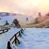 2. Yellowstone Ulusal Parkı  Yazın ortalama 3 milyon turistin ziyaret ettiği bu doğa harikası ulusal park, kışları ise sakin ve doğayla baş başa vakit geçirmek isteyen çiftler için adeta masallardan çıkarılmış bir yere dönüşüyor. İster donmuş şelalelerin karşısında durun, isterseniz donmuş Yellowstone Gölü üzerinde patenle kayın; isterseniz de kilometrelerce uzunluktaki parkurlarda kış sporlarının tadını çıkarın. Geçtiğiniz her yerde gözlerinize inanamayacağınız güzellikteki mineralli su gölleri, şelaleler ve patlayan gayzerler sanki doğa dans ediyormuş gibi sizde masalsı bir etki uyandıracak.