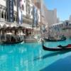 Gondola Binmek  Ücret: $19,95  Venetian'da bulunan gondol macerasını ister mekan içerisinde isterseniz dde dışarda yaşayabilirsiniz. Gondolu kullanan kişiler size bu tecrübe sırasında İtalyanca'nın en hoş parçalarıyla seranad yaparak eşlik edecekler.