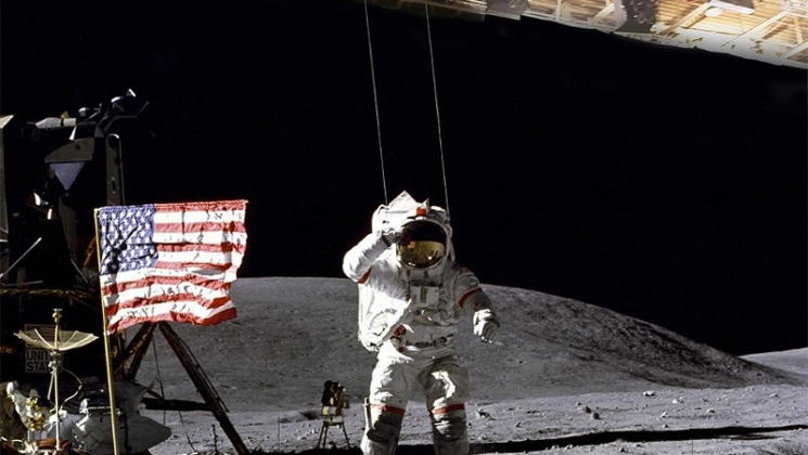 the controversial video of the fake landing on the moon The apollo 20: an american-soviet classified mission for an abandoned alien ship on the moon released controversial footage on youtube: leak of information or skilfull fake.