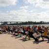 Yoga'dan daha rahatlatıcı bir şey olabilir mi? Peki ya Miami kıyılarındaki yoga? Sertifikalı yoga hocaları tarafından verilen bu ücretsiz dersler haftanın her pazartesi, çarşamba ve cumartesi günleri Tina Hill Pavilion'da ve tamamen ücretsiz!