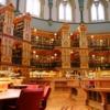 Kanada Meclisine ait bir binadan çevrilen bu kütüphanenin ismi de bu sebeple Meclis Kütüphanesi olarak bilinmektedir. Meclis kütüphanesi, 1876'da kurulan şehrin ana parlamento merkezinin bir parçasıydı, ve 1916'da çıkan büyük yangın sonucu sadece bir kısmı bugüne kadar gelebildi. Bu değerli gotik bina görsel açıdan büyük bir zenginliğe sahip. Zaman içinde değişimlere uğrayan bu bina bünyesinde 600,000 parça ve 300 çalışan bulunduruyor.