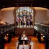 Büyüleyici gotik mimarisi 3 kanat ve merkez kuleden oluşan bu kütüphane bir milyon kitap, 7500 dergi, geniş mikrofilm ve mikrofiş koleksiyonuna sahiptir.