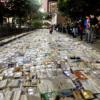 Salvation Army ve 50'nin üzerinde gönüllünün kitap bağışladıkları bu etkinlikte Hagerman Caddesini kitaplarla kaplamak için 12 günden uzun süre çalışıldı.