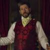 """19. yüzyılın en zengin ailelerinden birine ait olan; ancak günümüzde bir müzeye dönüşmüş olan """"Merchant's House"""" bu yılbaşında Charles Dickens'a ev sahipliği yapıyor. John Kevin Jones'un ünlü romancı-yazarı canlandırdığı hikaye, dönemi yansıtan mükemmel dekor ve kostümlerle izleyicisine hiç yaşamadığı ama hayranlıkla izleyeceği bir geçmişe doğru yolculuğa çıkarıyor. Gösterinin bilet fiyatlarıysa nispeten ucuz: $40 - $70 aralığında. Web-sitesi: http://www.summonersensemble.org"""
