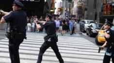 New York'ta polise saldıran şüpheli öldürüldü