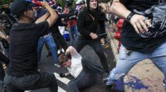 Trump, Charlottesville'deki ırkçı gösterilerde iki tarafı da suçladı
