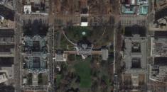 Google Haritalar ve Google Earth ilk kez piyasaya çıktıklarında bu alan bulanıklaştırıldı. Google 2006'da tepkiler üzerine bu alandaki mozaiğin kaldırıldığını açıkladı. ABC News'e göre alan -olması gerektiği gibi- keskin nişancılar ve güvenlik görevlileri tarafından sürekli izleniyor. Bu önlemlere yüksek teknolojili sensörler de eşlik ediyor. Ancak dönem dönem hala bulanıklaştırılan bölgenin Google aracılığıyla neden gizlendiği bilinmiyor.
