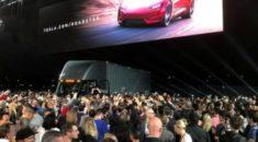 Elon Musk Tesla'nın yeni araçlarını tanıttı