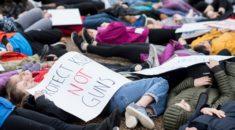 Öğrenciler Beyaz Saray önünde silahlanmayı protesto etti