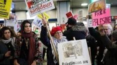"""Filistin için New York Koalisyonu (NY4P) isimli organizasyonun düzenlediği gösteriye, Filistinlilerin """"Büyük Geri Dönüş"""" protestolarına destek vermek amacıyla birçok sivil toplum örgütlerinin yanı sıra Hasidik Yahudiler de katıldı."""