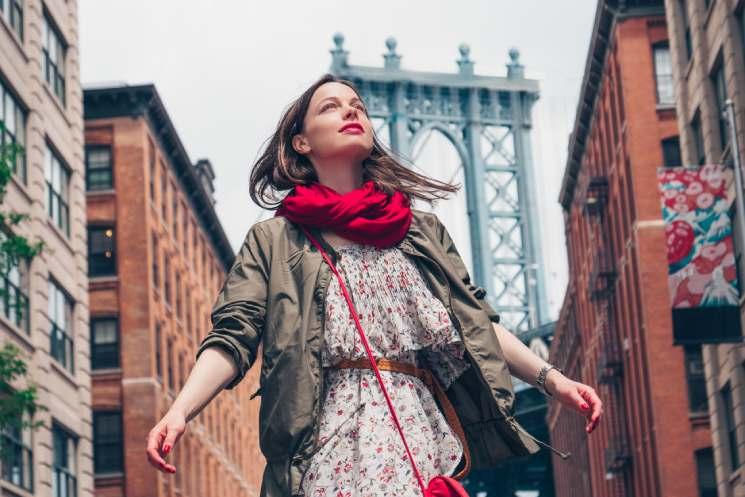 beautiful-girl-in-new-york-city-AVLU96H (1)
