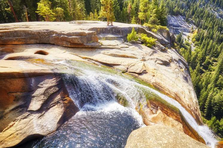 waterfall-in-the-yosemite-national-park-usa-PS389FY (1)