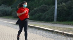 runner_mask_GettyImages_1208706526.0